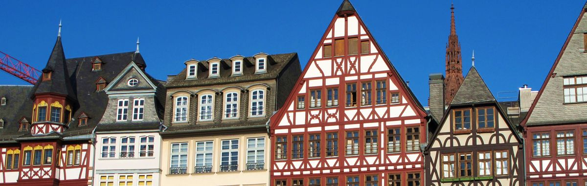 The original timbered houses on the Roemerberg in Frankfurt were destroyed during WWII. The buildings shown here are replicas. + goodmeetings.com