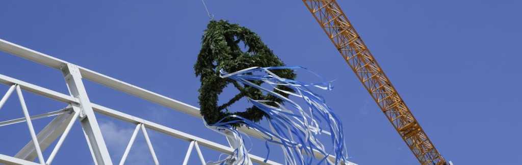 A crown instead of a wreath: The topping out ceremony of the City Cube in Berlin.