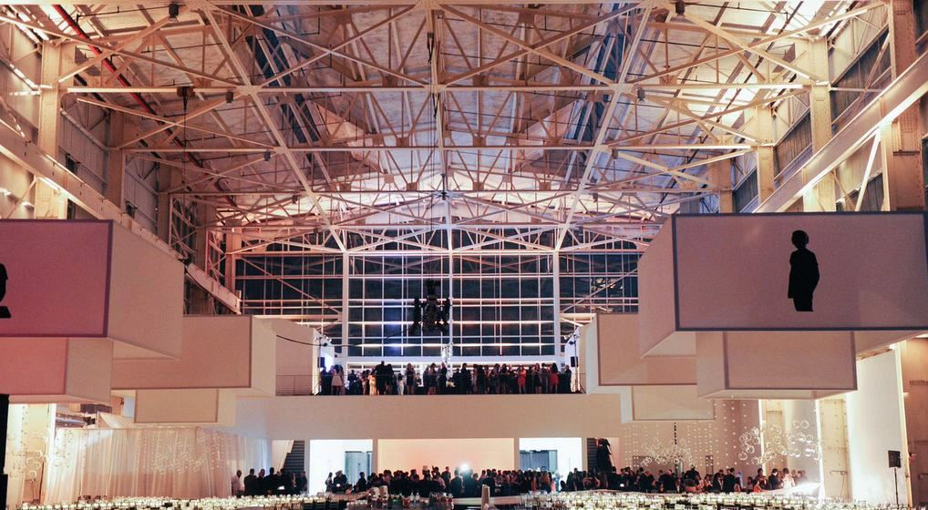 The Duggal Hall displays its industrial charme to the fullest.