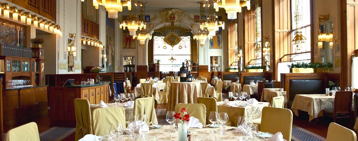 The splendid Francouzská restaurant in Obceni Dum + Prague