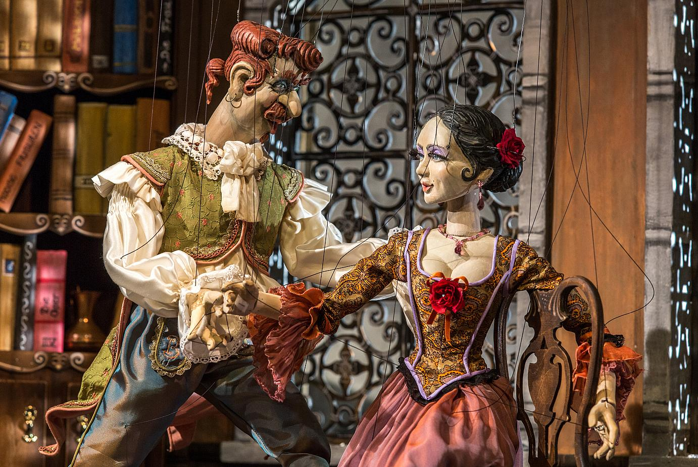 A scene from the Barber from Seville at the Lindau Marionette Opera