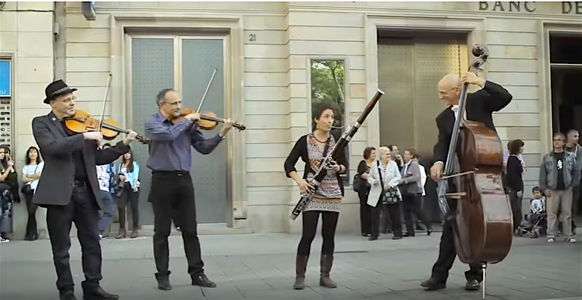 The first musicians appearing in a flashmob in Spain