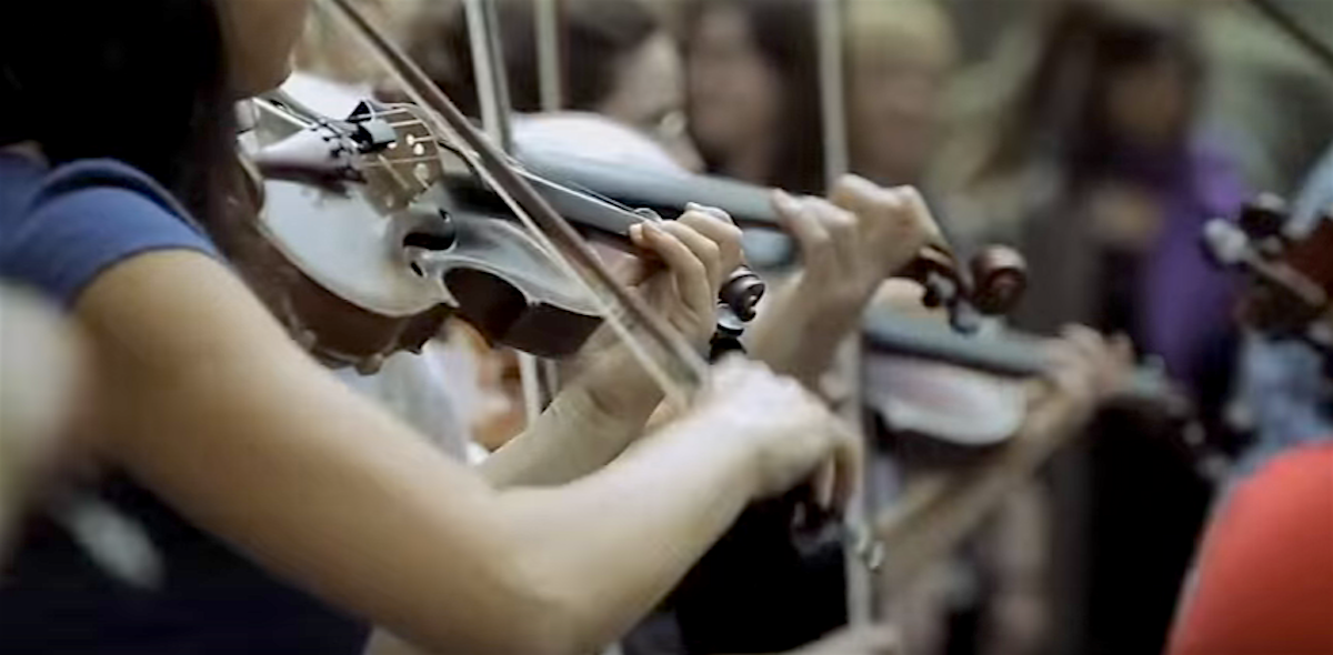 flashmob_violins
