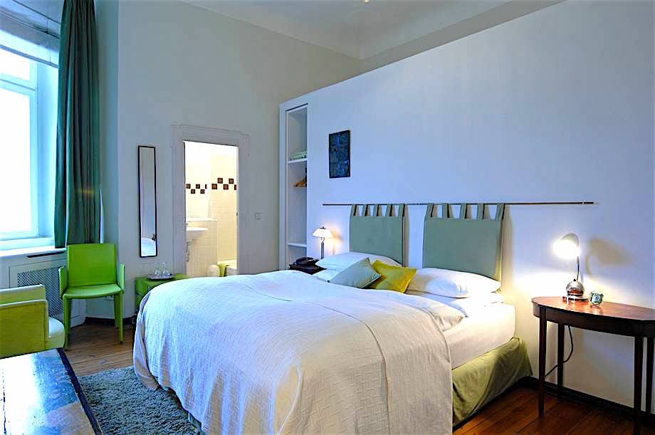 A friendly standard room at Hotel Art Nouveau in Berlin